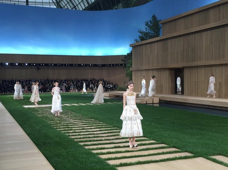 chanel-couture-spring-2016-runway